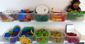 alguns instrumentos e brinquedos