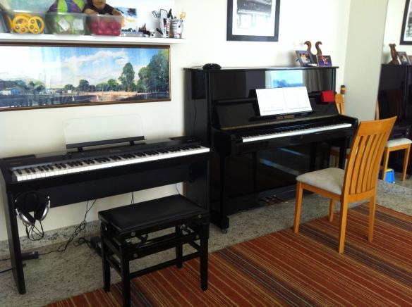 Piano Fritz Dobbert e piano digital da Roland: ideais para turminhas iniciantes e aulas individuais mais avançadas